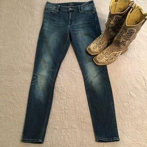 Medium wash Lucky Brand jeans 🍀